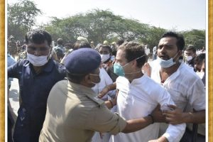 Rahul Gandhi lathicharged, detained along with Priyanka on way to Hathras